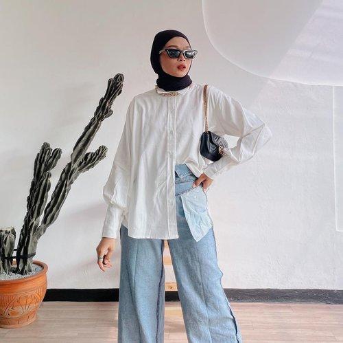 #Repost from Clozette Crew @astrityas.  semangat senin yuk! Lagi pakai top dari @karlin.shop nih! Trus iseng cobain reverse jeans inspired dari @karina__kamil & @xrzkix 😆✨ -  #ootd #clozetteid #ootdindo #outfitinspiration #hijablook #hijaboutfit #hijabstyle #hijabfashion #hijabfashionstyle #ootdhijabinspiration #fashiontips #fashioninspiration