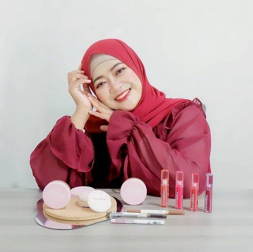 #Repost from Clozetter @novitania.  Ready for #RatjunNovitania guys? ⠀ ⠀ Pecinta Korean makeup look wajib coba produk ini sih. Yes, barenbliss (BNB) adalah brand kosmetik berasal dari korea Selatan yang sekarang ini telah hadir di Indonesia.⠀ ⠀ 💕 Soul Matte Loose Powder, dengan 3 Shade⠀ 01 Light Vanilla Ice⠀ 02 Medium Mango Sorbet⠀ 03 Beige Choco Float⠀ ⠀ Packagingnya super cute, teksturnya halus, formulanya cukup oke untuk nahan minyak di wajah, coveragenya medium, dan wanginya soft. ⠀ ⠀ 💄Peach Makes Perfect Liptint, dengan 4 Shade:⠀ 01 Paradise Found ⠀ 02 Pretty Please⠀ 03 Take Change ⠀ 04 Never Settle ⠀ ⠀ Packagingnya cantik, pigmentasinya oke, warnanya langsung keluar dalam sekali Swatch, ringan di bibir,  wanginya juga seger, oke banget nih buat bikin Ombre look 💋⠀ ⠀ 👁️Better Than Magic Eyeliner⠀ Aplikatornya runcing jadi gampang diaplikasikan, apalagi kalau buat bikin wing eyeliner. Selain itu, pigmentasinya juga oke ⠀ ⠀ ✨Make Me Classy Eyebrow, dengan 2 shade⠀ Walnut Brown & Hot Chocolate. ⠀ Aplikatornya pipih, gampang banget buat ngebingkai alis, udah ada spoolienya dan warnanya cukup pigmented cocok banget buat korean makeup look. ⠀ ⠀ For anyone who also wants to try this magic Barenbliss, it is the right time, langsung aja ke @barenbliss_id  ya! 😉💕⠀ ⠀ ⠀ #BNB #barenbliss_id #bnbfam #bnbbae #barenbliss #beautyinjoy #makeupkorea#24Hmoisture #24Hpeachbang