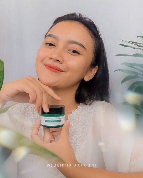 #Repost from Clozette Ambassador @sucifitriaapriani.   Miracle in a jar!!!  As I mentioned before, I have been using Some By Mi AHA-BHA-PHA 30 Cream together with the toner for 2 weeks..  This cream contains 700,000ppm Asiatic Pennywort Extract, 10,000PPM of Tea Tree Leaf Water, Madecassic acid, Asiatic acid and Asiaticoside which are claimed to shootes skin, strengthen skin barrier, recover damage skin, prevent wrinkle, pore care & help to calms sensitive skin..  It has a very fresh and calming cica scent. The texture is creamy semi-gel with light green color, lightweight formula, easily absorbed into the skin, slightly sticky but provides a soothing and cooling sensation. It leaves my skin feels smooth, soft, supple, moisturised and glowing...so happy !!!  Where to buy  👉🏻 @somebymi.official_id  👉🏻 https://shp.ee/yggmz3j  #somebymiindonesia #reviewsomebymiindonesia #somebymimiracle #blogger #beautyblogger #beautybloggerindonesia #indobeautygram #indobeautyblogger #beautygram #indobeautygram #instabeauty #koreanskincare #hometownchachacha #hongbanjang #kimseonho #skincare #clozette #clozetteid #photooftheday #photography #miracle #beautyinfluencer