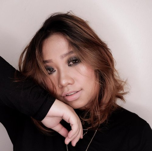 Happy Eid Al Adha 🙏🏻 .  🖤 @lagirlindonesia Foundation  🖤 @pixycosmetics Twc 🖤 Catrice Face and Eye Palette - Shading 🖤 Catrice - Blush 🖤 O.Twoo Highlighter  🖤 @lorealindonesia Lipcream 🖤 @mukka_kosmetik Nudes Palette - Eyebrows 🖤 @bulumata_love  🖤 Focallure Eyeshadow 🖤 Beauty Glazed Pressed Glitter  🖤 @nyxcosmetics_indonesia Pressed Glitter   .  . #reginapittutorial #reginapitcom #bvlogger #bvloggerid #indobeauautygram #Clozetteid #bloggermafia #sbybeautyblogger #beautiesquad #indovidgram #indovlogger #batak #bataknese #beautybloggerindonesia