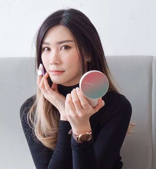 """#Repost from Clozette Ambassador @Amandatorquise.  Loving this cushion a bit too much ❤️ @moonshot_idn Micro Calmingfit Cushion Spf 50+ pa+++ The packaging suppa cute n have pretty colors It's Buildable, cover up, and moisturize skin Avail in 3 shades ( 101, 201, and 301 ) Suit for any skin type!  Go to link on my bio """"Charis""""  Special price waiting for you 💋 . . . @hicharis_official @charis_indonesia  #HiCharis #Moonshotcushion #JakartaBeautyBlogger #SurabayaBeautyBlogger #BloggerSurabaya #JBBinsider #Clozetteid #WorkWithTorquise"""