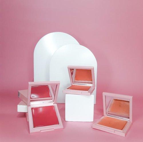 #Repost from Clozetter @alsachi.  Tiga warna Nacific Juicy Mood Blusher dari @nacificcosmetics  🌸Berry Blossom 🌸Peach Candy 🌸Grapefruit Soda  Blush ini multifungsi, bisa digunakan di area mata, pipi dan bibir. Powdery finish. Mudah buat diaplikasikan dan cocok untuk semua warna kulit.   Warna apa yang jadi favorite kalian?  Me: Peach Candy  #blushon #nacificcosmetics #nacificjuicymoodblusher #flatlay #productphotography #Clozetteid #clozette