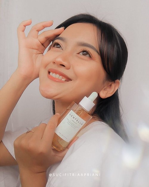 #Repost from Clozette Ambassador @sucifitriaapriani.  Madagascar Centella Ampoule from @skin1004_indonesia is a calming ampoule with 100% centella asiatica extract. Grown in a clean climate, high quality centella asiatica to provide true shooting care.. This is a suitable ampoule for sensitive and acne-prone skin..  I have been using this product for the past week, It helps to soothe my reddened skin, reduces excess oil and super hydrating. It has a watery formula, quick to absorb into the skin, non sticky, non comedogenic, no artificial colors or scents and gentle..  Where to buy : 👉🏻 https://www.lazada.co.id/shop/skin1004-official-shop/  #1 repurchased item so you have to try it!!  #SKIN1004 #SKIN1004Indonesia #SKIN1004centella #Centellaasiatica #CentellaSKIN1004 #reviewSKIN1004 #skincareSKIN1004 #charis #charisceleb #hicaris #charisindonesia #skincare #ampoule #clozette #clozetteid #beauty #beautyblogger #beautytips #hometownchachacha #photooftheday #photography