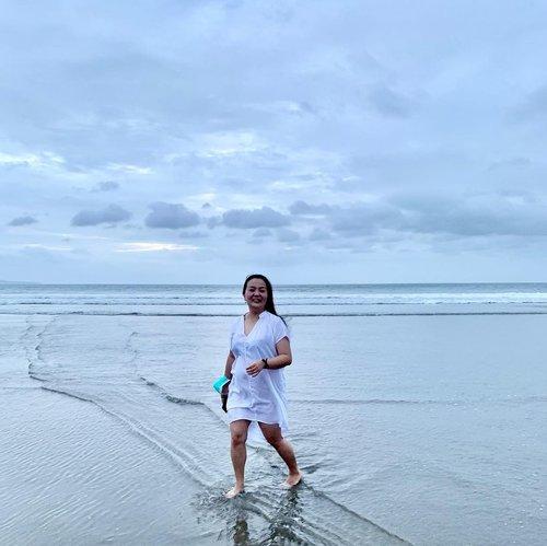 #Repost from Clozette Ambassador @fanny_blackrose.  🤍 I am happy 🤍 🤍 I am healthy 🤍 • • • #mygratitude #grateful #blessed #thankful #white #bythesea #september2021 #septembermymonth #clozette #clozetteid #livingmybestlife #idontplaniplay #idontplanipray #lovingmylife