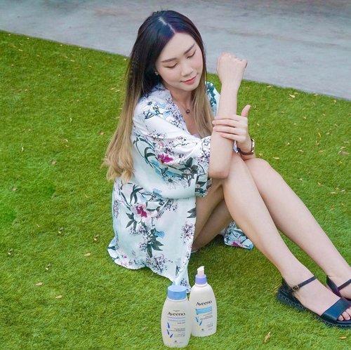 #Repost from Clozette Ambassador @Amandatorquise.  Smells good all day~ Lavender, Chamomile + ylang-ylang scent  @aveeno_id Soothing & Calming set ( Body Wash and Moisturizing Lotion ). Dermatologist tested ✅ Bpom ✅ Sensitive skin ✅ . . . #Aveenoid #GetSkinHappy #SurabayaBeautyBlogger #JakartaBeautyBlogger #BloggerSurabaya #Clozetteid #WorkWithTorquise