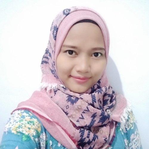 Cantik bukan dilihat dari luar nya saja tapi cantik daat terlihat dari dalam hati nya..  Semoga selalu khusnul khotimah.. Aamiin..  . . . #clozzete #clozzeteid #hijab #lifestyle