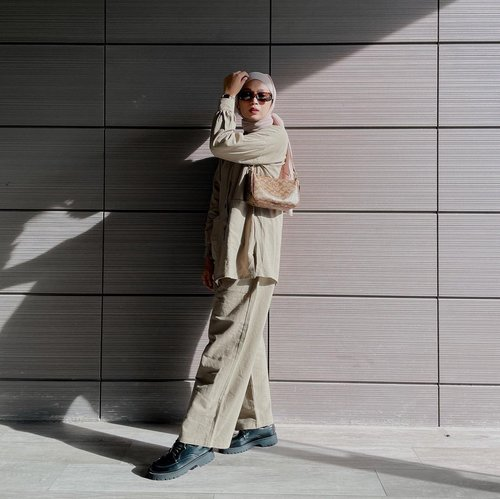 #Repost from Clozette Crew @astrityas.  Shadow// -  #ootd #clozetteid #ootdindo #outfitinspiration #hijablook #hijaboutfit #hijabstyle #hijabfashion #hijabfashionstyle #ootdhijabinspiration #fashiontips #fashioninspiration
