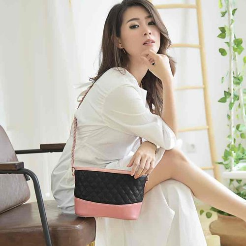 Get my korean look with simply whiye dress and pink bag! #fashion #ootd