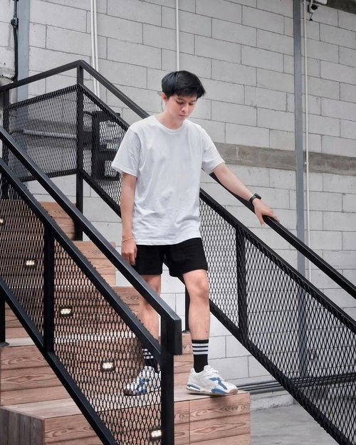 When I don't have any idea to wear or the time is too short to think, I just take my black or white clothes from my wardrobe. Just a simple solution for me 💁♂️  📷: @dianatrikurnia #ootd #lookbookindonesia #ootdmen #ootdmenindo #clozette #clozetteid