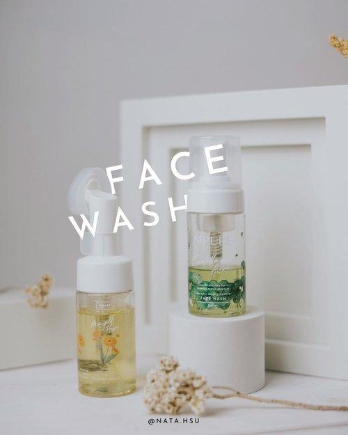 """#Repost from Clozette Ambassador @natahsu.  Sept 25, 2021 Ada yang masih bingung perbedaan 2 face wash dari @npureofficial ? Sebenernya gampang banget bedainnya.  Kalau yang kuning (Marigold Series) lebih ke anti aging, juga bikin kulit lebih cerah dan lembab. Kalau yang hijau (CICA) lebih ke anti acne, yaitu merawat kulit yang berjerawat.  2""""nya ini kalau di pump langsung keluar foam ya, jadi gak perlu capek usep"""" di tangan dulu. Tapi, yang bikin unik memang si Marigold ini ada aplikator silicone brush, jadi memang bisa lebih maksimal untuk bersihin muka. Tapi, kalau kulit kamu tipe yang sensitif, jangan terlalu sering pake brushnya ya biar gak over exfoliating.  Kalau aku sih lebih suka yang ada brushnya hehe. Tapi kalau untuk produknya, aku suka Cica Face Wash soalnya lebih cocok untuk kebutuhan kulitku. Sayangnya produk ini cepet banget habisnyaaa haha (mengingat isinya cair dan langsung keluar foam). But, aku suka banget sih haha.  Kalau kalian suka yang mana ? 😏 #npure #facewash #marigold #npurecentellaasiatica #ClozetteID #BeautyBloggerIndonesia #JakartaBeautyBlogger #Indobeautysquad"""