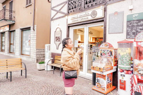 Finally get my ice cream 🍦😂 Throwback when i was in Como, Italy 🇮🇹 Let me enjoy my ice-cream during this holiday cos its almost over🙃 and i need to get lean after😂🙌🏻 Muscle recovery before back to the routine🖤 . . . . . . . . #clozetteid #lifestyleblogger #blogger #instagram #likeforlike #l4l #ootdwomen #style #fitnessjourney #storytelling #icecream #foodporn #indoblogger #indonesianblogger #fitness #italy #europe #influencer #openendorsement #opencollab #love #KOL #contentcreator