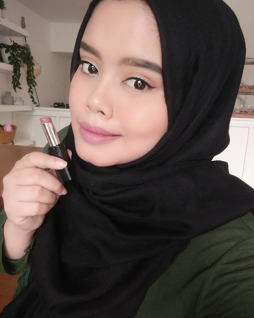 Using @pixycosmetics matte in love shade blushing rose😍#pixycosmetics #pixyindonesia #blushingrose #lipstick #mattelipstick #localproduct #makeup #dailymakeup #clozetteid #clozettemakeup #likeforlikes #likeforfollow #follow