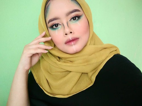 Ga bisa ikut acara AIA Appreciation Night krn satu dan lain hal. Post makeup looknya aja lah yak 😝 *abaikanaliskayahutanrimbaAll product using drugstoreFoundation @wardahbeautyConcealer @lagirlindonesia @lagirlcosmeticsPowder marks transclusentEyebrow @indonesia_etudehouseContour & highlight @catrice.cosmeticsBrown eyeshadow @inezcosmeticsBlue green eyeshadow and on my face @sariayu_mtEyeliner liquid my darlingsBlack liner pencil @pixycosmeticsWhite liner pencil @oriflameEyelash @bohktoh.idMascara @silkygirl_idBlush @citycolorcosmeticsOmbre lip @nyxcosmetics_indonesia & @purbasari_indonesiaInspired makeup look by @vinnagracia#makeuplook #makeupart #makeuptutorial #facepainting #instamakeup #instagram #like4like #likeforfollow #makeupbymenanaa #beautybloggertangerang #clozetteid
