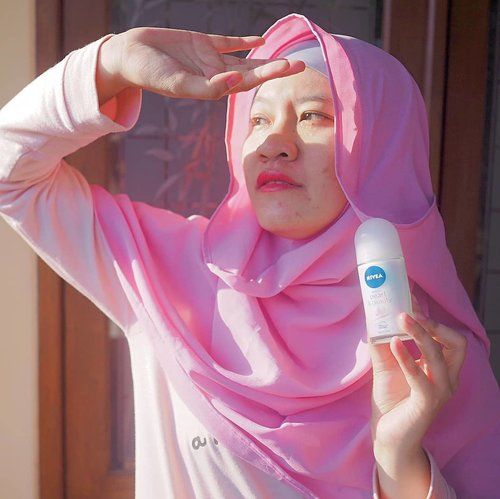"""Beauty begins the moment you decide to be yourself,"" begitu pesan Coco Chanel.  Buat aku yang namanya cantik itu dimulai dari kita menghargai diri kita sendiri, menerima segala kelebihan dan kekurangan yang ada.  Saat harus berpanas-panasan dan berkeringat aku akan tetap merasa #cantikallout karena sudah terlindungi dengan pearl and beauty dari @nivea_id Gimana versi cantik menurut kamu? . . . . .  #jilbabday #hijabtravellers #hijabday #hijabtravelling #hijabdaily #hijabtraveller  #traveling #holiday #vacation #redtraveler #clozetteid #dolansebentar #CreateMoments  #travellerscantik"