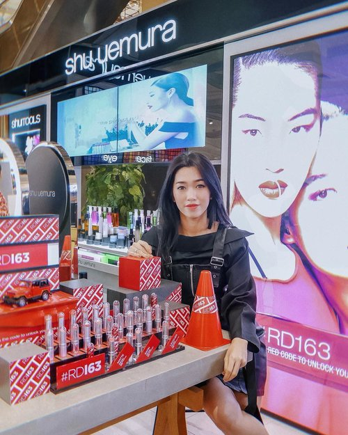 "<div class=""photoCaption"">New Concept Shu Uemura Counter at SOGO Mall Kelapa Gading ❤️ Thanks for having me  <a class=""pink-url"" target=""_blank"" href=""http://m.id.clozette.co/search/query?term=ShuUemuraIDPssstttt&siteseach=Submit"">#ShuUemuraIDPssstttt</a> still can't move on from  <a class=""pink-url"" target=""_blank"" href=""http://m.id.clozette.co/search/query?term=RD163&siteseach=Submit"">#RD163</a> 💋  <a class=""pink-url"" target=""_blank"" href=""http://m.id.clozette.co/search/query?term=shuuemura&siteseach=Submit"">#shuuemura</a>  <a class=""pink-url"" target=""_blank"" href=""http://m.id.clozette.co/search/query?term=meminebeauty&siteseach=Submit"">#meminebeauty</a>  <a class=""pink-url"" target=""_blank"" href=""http://m.id.clozette.co/search/query?term=clozetteid&siteseach=Submit"">#clozetteid</a>  <a class=""pink-url"" target=""_blank"" href=""http://m.id.clozette.co/search/query?term=minebeautyjourney&siteseach=Submit"">#minebeautyjourney</a></div>"