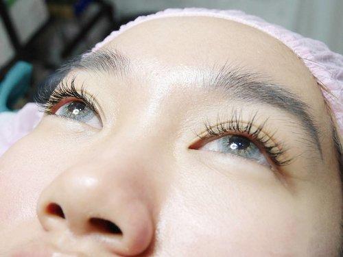 Hi girls! Yuk baca pengalamanku eyelash extention di @briestudio ❤ Kalian bisa tap link yang ada di Bio aku dan cari review terbaruku tentang eyelash extention!  Link: http://bit.ly/2vrcbgV  Jangan lupa kasih tanggapanmu melalui comment di blog ya! 🤗 #ClozetteID #BriestudioxClozetteIDReview #ClozetteIDReview #Briestudio #sulamalisjakarta #sulamalistangerang #sulamaliscirebon #muajakarta #muatangerang #muacirebon #lashcurl #lashlift #lashextention