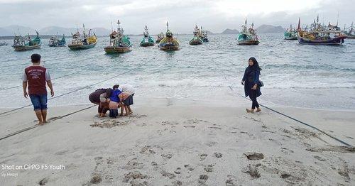 See u again, sea 🏖.Nanti kita main air di pantai lagi ya.. tunggu libur agak panjang berikutnya. Then, kita puasin tangkap ombak lebih lama 😀.#heizyi #clozetteid #HeizyiFamily #explorejember #jemberhitz #papuma #beachday #beachlife🌴 #seafans #seasons