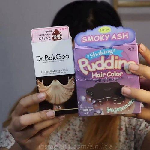 ✨REVIEW TIME✨-𝐄𝐙𝐍 𝐏𝐮𝐝𝐝𝐢𝐧𝐠 𝐇𝐚𝐢𝐫 𝐂𝐨𝐥𝐨𝐫@ezn_official-Produk yang aku gunain disini selain pudding hair color, aku tambahin juga Dr BokGoo Hair Treatment untuk campuran di pewarna rambutnya. Fungsinya agar rambut tetap sehat meski udah dikasih bahan-bahan kimia. (Sori ga ke record pas nyampur di treatmentnya 😭)Nah warna yang aku pake disini Smooky Ash Lavender, aku berharap warna lavender keluar 😭 tapi ternyata lebih ke Ash Brown. Aku gatau apa karena aku kelamaan pakainya heheBut next time aku bakal coba lagi dengan waktu yang singkat (masih ada 2 box🤪)Meskipun warnanya keluar ash brown tapi aku tetep suka karena aku sempet pernah pengen warna rambut kaya gini 😍-Oiya selain simpel pemakaiannya, kit hair color ini lengkap banget karena ada earcap, sarung tangan, jubah plastik dan treatment after coloring.Selain itu setelah diwarnain rambutku terasa halus 😳Dan juga gak rusak!! 🥰-Repurchase? Yes! Soalnya gampang dipakai dan kalo mau beli lagi aku mau coba warna lain!!Beli dimana? Di @nearndear.id !!!Cari shopee akunnya ya, harganya termurah! Boleh di cek kakak~-#nearndearidxeznpudding #nearndear#haircolor#lavender #clozetteid #clozetter #semarangbeautyblogger #beautyvloggersemarang