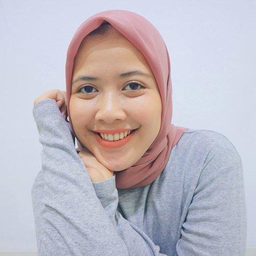Super happy karena nemu lipstik murah meriah cuma dengan harga 29.900 K saja!! Penasaran nggak lipstik apa dan reviewnya gimana? Langsung deh baca review lengkapnya di www.qiqinurindahsari.com ( link on bio ) ❤️#BeautyPop #ClozetteID #NewBlogPost #DoWhatYou❤️ #BeautyBloggerIndonesia #brunbrunlipstick