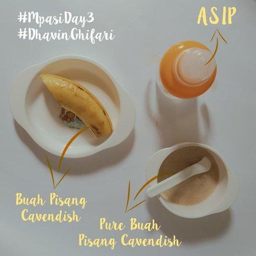 [MPASI DAY 3]Pure Buah Pisang Cavendish🍌 1 Buah Pisang Cavendish🍌 ASIPCaranya :🍌 Siapkan 1 buah pisang cavendish dibelah 2 terus dihaluskan pakai sendok makan.🍌 Lalu disaring pakai saringan khusus baby MPASI. diambil sari/airnya.🍌 Mamnya ditemani sama ASIP.🍌 Siapkan dengan penuh cinta, Jangan lupa baca do'a! 🍌 Pupnya seperti biasanya.🍌 Habis 1/2 mangkuk._________________________#StoryOfBabyDhavinGhifari #MpasiDay3#PureBuahPisangCavendish#2februari2019#ClozetteID