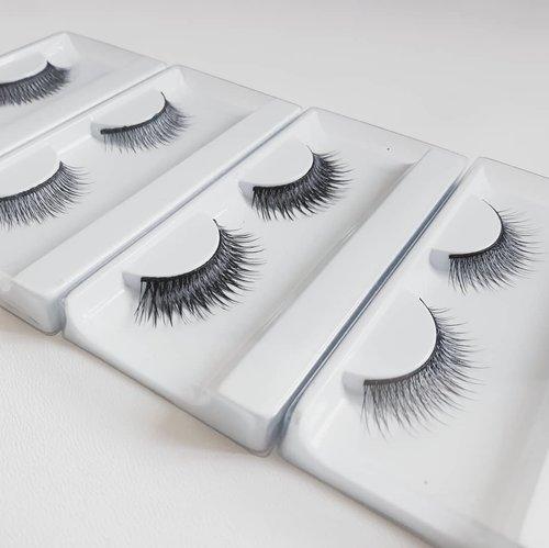 Kamu lebih suka pakai mascara atau fake lashes untuk eyemakeup kamu?Masing-masing punya kelebihan dan kekurangannya, lho.Mascara mudah diaplikasikan dan cocok untuk pemula. Pilih mascara yang memiliki efek curl & volume untuk mempercantik mata kamu.Sedangkan fake lashes dapat mengubah penampilan kamu secara lebih dramatis, tapi butuh extra effort untuk mengaplikasikannya.So, which one do you prefer?#clozetteid #vsco #fakelashes #eyelashes #eyemakeup