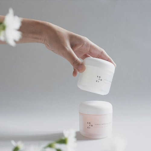 I've been using and testing @soroci_korea 's Morning Drizzle Waterdrop Cream & Calming Cream for 2 weeks. So now i'll be sharing my thoughts on these products for you!.Soroci Morning Drizzle Crean has a very beautiful packaging. With its lightweight texture, the creams are perfect for normal-dry skin, but not for super dry skin since the texture isn't thick.Seeps well on skin in a short amount of time, i found its very easy to apply. And it has a lovely lavender scent which i found very soothing and relaxing..If you are curious about in-depth review, you can check my blog www.akpertiwi.com. I already wrote the review and its written in English for international readers. Kindly visit the link on my bio!.#vsco #clozetteid #sorocikorea #soroci #morningdrizzlecream #beautyenthusiast #kbeauty #koreanskincare