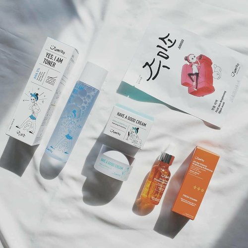 Lately i've been pampering myself with @jumiso_official skincare set. There's toner, cream, sheet mask, and their infamous Vitamin Serum. A lot of beauty enthusiast raves on their serum and toner. Are you also curious about their product? Here's my mini review on them - • Yes I Am Toner AHA 5% - Exfoliating toner that won't irritate your skin even if you use it daily. I love that this toner is very gentle, it doesn't sting my skin at all. The smell is also refreshing, like a lemon squash 🍋🍹 - • Have a Good Cream Snail & Centella - The texture is light, gel-like cream. It absorbs very quickly and doesn't left your skin feeling greasy at all. This is a good moisturizer suitable for summer! 🌞 - • All Day Vitamin Brightening & Balancing Facial Serum - This is really worth the hype. It contains a complete package of vitamin A, B, C, D, E, and K. The consistency is rather watery. It make my skin look more bright and clear. No more tired skin! 🍊 - • First Skin Brightening Mask - There is so many essence, when i first opened the package, the sheet mask looked like jelly with lots of syrupy essence. The sheet is not very transparent-like, but it's thin and stick well to the skin. There's some sticky feeling after use but it disappear in some minutes. 🍮  Overall, i love this skincare set. My skin doesn't show any negative sign after use and they're really mild & gentle to the skin. For complete review and more product shoot, visit my blog www.akpertiwi.com or find the direct link on my bio.  @stylekorean_global #stylekorean#stylekorean_global #Jumiso #vsco #clozetteid #kbeautyenthusiast #kbeauty #skincarereview #skincarejunkie #skincareenthusiast #beautyblogger