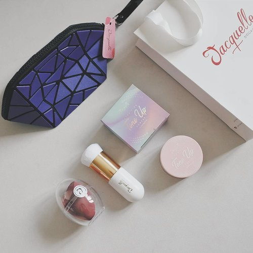 Thank you @jacquelle_official & @makeupuccino ❤  In frame: ⭐Jacquelle Tone-Up Powder⭐ ⭐Jacquelle Capsule Brush⭐ ⭐Jacquelle Egg Gang Beauty Blender - Velvet⭐ ⭐Jacquelle Pouch⭐  #MakeupuccinoxJacquelle #vsco #clozetteid #beautyenthusiast #beautyblogger #beautyenthusiastindonesia #beautybloggerindonesia #makeupjunkie #localpride #cleanflatlay #minimalistflatlay #flatlay