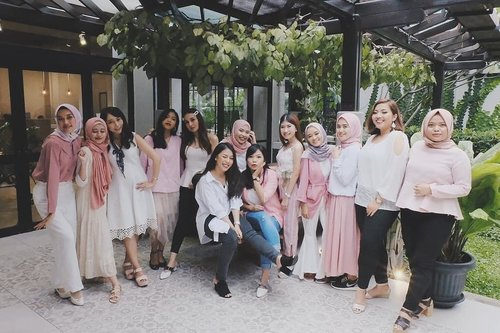 With @bandungbeautyblogger at @beautyjournal x @collectioncosmetics_id Launching Event at Bandung.  Thank you for having us xoxo 💄❤ #vsco #clozetteid #girlsquad #girlgang #beautyenthusiast #beautyjunkie #beautyblogger #sociollabloggernetwork #bandungbeautyblogger