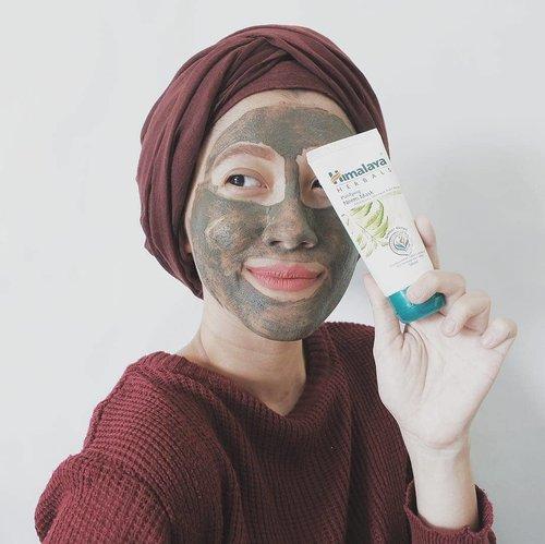 Purifying Neem Mask dari @himalayaherbalsindo ini jadi pilihan aku dan beauty enthusiast lainnya untuk mengobati jerawat ❤  Dengan kandungan Neem atau daun Mimba, Kunyit dan Fuller's Earth, masker ini dapat membantu proses penyembuhan jerawat, menyamarkan bekas jerawat, sekaligus mencerahkan kulit.  Baca review selengkapnya di blogku www.akpertiwi.com atau bisa langsung klik link di bio ya 😚  #vsco #clozetteid #blogger #beautyblogger #beautybloggerindonesia #bandungbeautyblogger #beautiesquad #beautyenthusiast #beautyenthusiastindonesia #skincarejunkie #skincareenthusiast