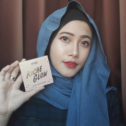 Name something brighter than my future:Highlight by @makeoverid Riche Glow ☄Tutorial for this look is on my previous post. Go check it out!#vsco #clozetteid #beautybeyondrules #glowgetter #makeovernewbae #makeupjunkie #beautyenthusiast