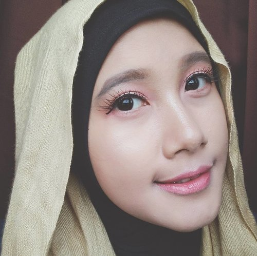 If you have only one smile in you give it to the people you love - Maya Angelou  #BSValentineMakeup #Beautiesquad #SoftMakeup #vsco #vscocam #bloggerlife #beautyblogger #beautybloggerid #bloggerperempuan #lookoftheday #makeupoftheday #motd #fotd #beautyenthusiast #makeupjunkie #clozette #clozetteid