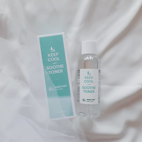 🎍 @keepcool_global @keepcool_official Soothe Bamboo Toner 🎍Actually i've tried the mini size before and really love how it does a very good job to soothing skin irritation signs such as redness and pimple.Instead of water, Keep Cool is using 85% Bamboo Water for the Soothe Series.Bamboo water provides skin calming effect 🌱It also contains Hyaluronic Acid for hydration.With pH5.5, Keep Cool Soothe Bamboo Toner strenghtens our skin barrier.Ingredients also EWG level safe (green)!For me it's as gentle as water when applied to my skin. Quick absorption, no funny smell, and helps freshen my skin well. Combined with the lotion and serum (i also have the travel size set), it's a perfect choice for anyone who wants simple skincare routine.Buy Soothe Bamboo Toner 160ml here👉 https://hicharis.net/annisapertiwi/NVm 👈#CHARIS #CHARISSTORE #charisAPP @hicharis_official @charis_celeb #charisceleb #keepcool #soothetoner #vsco #clozetteid #kbeautyenthusiast #kbeauty