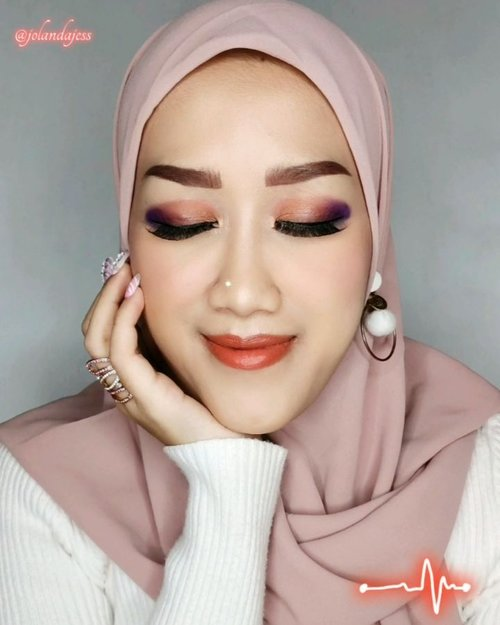Mau create Arabian Makeup Look kek anum, terngiang Anjeli KKHH abis disetel antv kemarin, jadi ini Makeup Look piye? 🤣 Tambain lagu miao miao miao biar makin binggung wkwkk . 🍭Eyeshadow @beautytreatscosmetic Beauty Treats Deluxe Pro Palatte 🍭Based Makeup @lakmemakeup 9to5 CC Cream Shade Beige 🍭@mybeautystoryid Mineral DD Loose Powder 🍭@bless.cosmetics Fine Shapping Eye Brow 🍭@maybelline Hyper Sharp Power Black Liner 🍭Blush On from Happily Ever After Midnight Promise Palatte @mybeautystoryid 🍭Lipstik @jacquelle_official Lip Easy Goin Lip Star 🍭@blinkcharm Lashes Natural Flair #8 . . . . #makeuptutorial #beauty #boldmakeup #beautyblogger #beautybloggerindonesia #tampilcantik #cchanelbeautyid #storieid #qupasbeauty #makeuplooks #makeupaddict #makeupjunkie #clozetteid #makeup #makeupoftheday #flawlessmakeup #indobeautysquad #indobeautygram #ivgbeauty #indobeautyinfluencer #beautyinfluencer #beautyenthusiast #bccindo #hijabersbeautybvlogger #beautysecretsquadrepost
