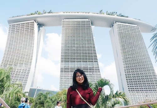 Nothing is as important as passion. No matter what you want to do with your life, be passionate. . . . #travelling #singapore #marinabaysands #travellinggram #letsgosomewhere #keepexploring #travelworld #clozetteid