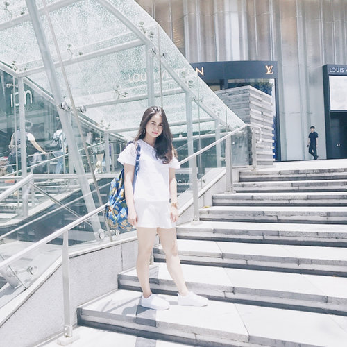 When in Singapore  - Blouse: Cottonink Pants: This is April Shoes: H&M Earrings: Kamala Jewelries Bag: Jansport