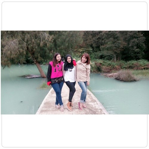 AB Three - nya Lonsum nih, love you girls 💋❤😺😅😃 #Dieng #TelagaWarna #Friends #Holiday #ClozetteID