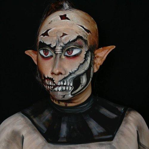 Skull part dari facepainting yang aku bikin semalam. Dan inget kl udh lama ga bikin facepaint skull. Jd rencanany ntar mau bikin aja deh hohohoho. . . So which kind of skull I should paint? . . #facepaintingjakarta #creativemakeup #charactermakeup #bodypaint #clozetteid #dupemag #amazingmakeupart #universalhairandmakeup #5fingerssfx #mehronmakeup #muajakarta #fdbeauty #ibv #indobeautygram #ivgbeauty #fantasymakeup #mykie_ #jordanhanz #alexfaction #thehorrorhub #cosplay #darkart #facepainting #horrormakeup #specialeffectsmakeup #specialfx #sfxmakeup #artist #amazingmakeupart #specialeffects