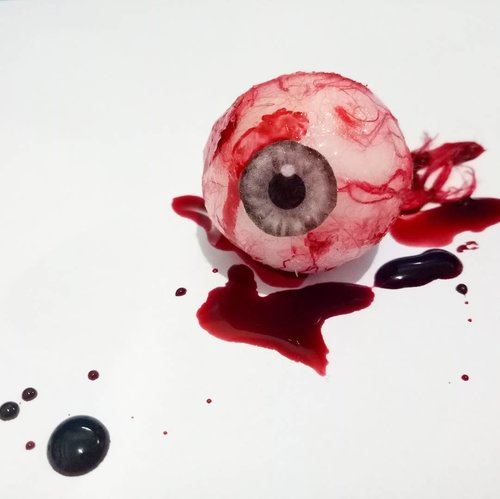 Eye for an eye..Eyeball made by me, also with the fakeblood. .#halloweenideas #diycostume #diyhalloweencostume #eyeball #halloween #halloweeniseveryday #fdbeauty #doityourself #dıy #jasamakeup #jasafacepainting #clozetteid #specialeffectsmakeup #prostheticmakeup #prosthetics #fakeblood #sfx