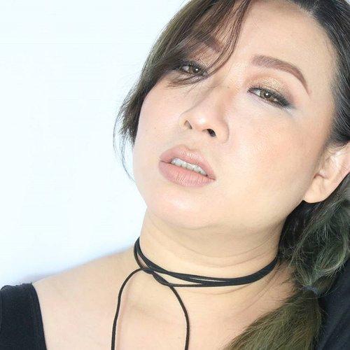 """Eh ujan gerimis aje ikan teri di asinin eh jangan menangis aje yang pergi jangan di pikirin"" . Benyamin. . ------------------ . One of my favorite song, accompany me on this rainy morning. . Deets : Face @maybelline fit me matte poreless buffbeige & powder translucent. Shading @nyxcosmetics_indonesia beauty school dropout 101 nude. . Brows @ltpro_officials brow cream. Eyes @juviasplace #saharanpalette #saharaneyeliner. . Cheek @nyxcosmetics_indonesia mosaic powder blush spice. . Lips #nyxcosmeticsid #smlc cairo+dubai . #clozetteid"