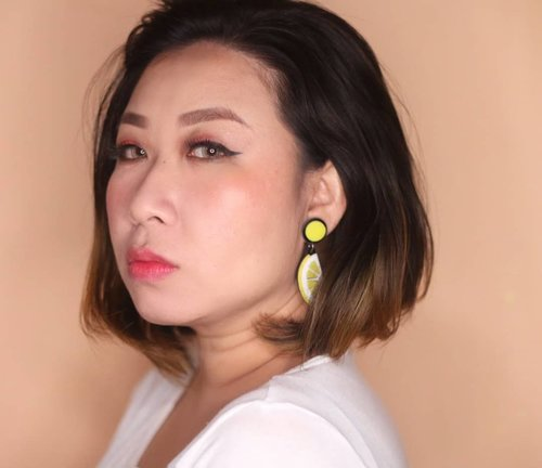 On my cheek n lip : @pixycosmetics Pixy Tint Me 03. That Orange..Review ada di #youtubechannel dan linknya bisa di klik di bio 💕.#videoreview #pixycosmetics #pixyindonesia #vloggers #clozetteid #indobeautygram #tampilcantik #wakeupandmakeup #kbbvmember #bvloggerid #fdbeauty