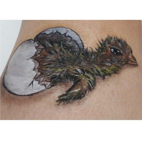 Closer look of my hatching bird i did before. This is my 1st draw of a bird and i really need improvement😁😁 Im using @mehronmakeup #paradisemakeupaq to draw all of the part  #beautygoesbad #3dillusion #illusion #bodyart #bodypaint #misfitsofbeauty #instamakeup #instamua #belajarmakeupjakarta #muaindonesia #clozetteID #fotd #potd #picoftheday #photooftheday