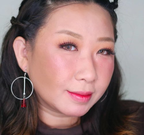 Baru aja mekapan ini,  buat inspirasi makeup optog a.k.a open together a.k.a buka bersama antar para Korean makeup addict.Tips : kucel abis dimarahi bos atau ketemu temen kerja yg nyebelin tapi harus menahan emosi? Pake eyeshadow tipis aja, trus blush on + liptint sheer warna merah/coral biar auto seger 💋.Tutorial up besok,  kayanya bakal gw taro di yt deh 💄💄..#wakeupandmakeup #koreanmakeup #koreancosmetic #altheakorea #tutorialmakeup #tutorialdandan #makeupnatural  #makeupbukber #makeupbukber2019 #kbbvmember #fdbeauty #clozetteid