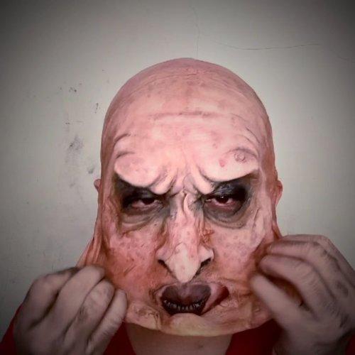 FACE OFF! 😁.Hasil makeup kemarin, pas dilepasin. Gw ga sempet ngevideoin pas gw makeup..jadi maaf adanya cm video gaje ini 😁.tapi, sebenernya cetakannya gw punya sih 😁 tinggal cetak ulang bisa direcreate 🤓..#sfxmuaindonesia #sfmakeup #specialeffectmakeup #horrorhags #ibv_sfx #indobeautygram #muajakarta #halloweenideas #31daysofhalloween #clozetteid