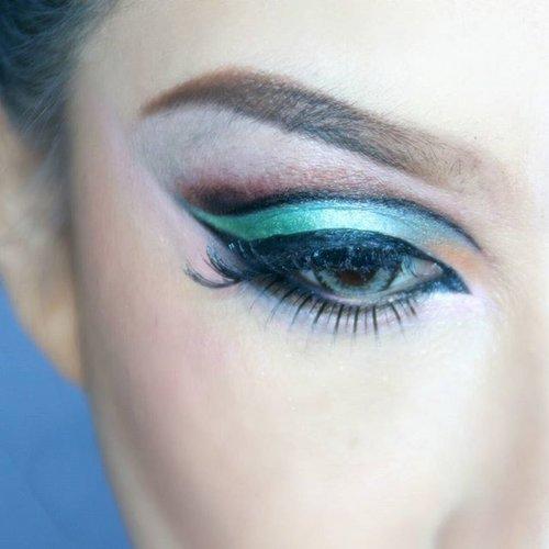 Eyescotch + #cutcrease adalah perpaduan jos buat bikin #eotd. . Bicara tentang eye scotch, ternyata pemakaian eyescotch a.k.a selotip mata ini jos banget ya. Ga perlu beli yang mahal, cukup merk Motek 20rb di Pasar Baru, secara ajaib bisa bikin lipetan mata baru yang bikin mata jadi lebih gede. . . #clozetteid #eyeshadow #mayamiamakeup #wakeupandmakeup #hudabeauty #pinkperception #dressyourface #matacantik #makeup #riasanmata #muakelapagading #makeupartistjakarta #muajkt #belajarmakeupjakarta #amazingmakeupart #undiscovered_muas