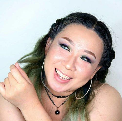 Trying to be imut dengan cobain blush on 'demam'. Not really sukses, coz aslinya muka gw tu merah..dikasi blushon merah jadi tambah merah. Mungkin foundienya kudunya yg kuning banget apa ya? 😂..Ohya, rambutnya juga tetep kepang kepang ala Vikings, tapi kali ini lbh simple...#braidstyles #hairmakeupdiary #makeuptutorialsx0x #linerandbrowsss #fakeupfix #dailygirlsfeed #universomakeup #stylevideo #videosfashions #makegirlz #wakeupandmakeup #hudabeauty #bretmansvanity #maquiagem #anastasiabeverlyhills #brian_champagne #hairofinstagram #makeupforbarbies #allmodernmakeup  #makeupartistsworldwide #fdbeauty #clozetteid #smokeyeyetutorial #kbbvmember #bvloggerid #indobeautygram #tukangrias