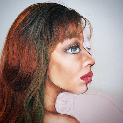 """Bucin"".3rd day of Halloween, gw ga tau kudu bikin apa jd gw ngasal aja bikin ini. Ga serem dan bukan makeup ilusi yg wah. Ya pokoknya bikin aja lah, namanya juga for fun yakann 👻👻.Bikinnya pake facepainting @mehronmakeup #paradiseaqmakeup putih biru merah plus esedo dan contour palet dan lipen. Bahan standar tukang makeup 😎..#31daysofmehronhalloween #halloweenideas #halloweenmakeup #illusionmakeup #kbbvmember #indobeautygram #ibv_sfx #clozetteid"