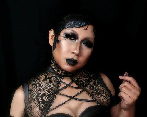 Met Lady Irina, from the Blackmark Castle of Feastville. . All i want is a one color makeup, and i go black. And ended with this. Does it count? 😄😄 . ----------------------------------------- . Jd sbnrnya ini awalnya submission #onecolormakeupchallenge. Gw pilih warna item. Corat coret kok jadinya terlalu item (baca : dark). Drpd mubasir, sekalian aja gw coret2in semua. I love the lace details, meskipun berantakan tapi baru kali ini sakses bikin lace 😂 . . #illusionmakeup #facepainting #bodypainting #creativemakeup #jasamakeup #jasafacepainting #facepaintingjakarta #makeupartist #facepainters #mehronmakeup #dupemag @dupemag #mykie_ #jordanhanz #mimles #paradisemakeupaq #jinnymakeup #halloween2017 #halloweenideas #halloweeniscoming #halloweeniseveryday #fdbeauty #clozetteid #ibv #indobeautyvlogger @indobeautygram #indovidgram #ivgbeauty @indovidgram #atomcarbonblogger #bvloggerid