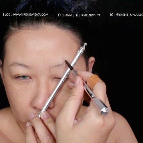 Perkakas alis 😎..Yg udh mampir dan baca #blogpost gw tentang produk alis keramat gw, pasti tau gw lg ngapain dan pake produk apa 😁.Yg blom tau, cuzz ke www.irenewidya.com atau klik link di bio. .Yang jelas ini produk ampuh buat tolak setan....#kbbvbeautypost #alistahanlama #eyebrows #eyebrowsonfleek #clozetteid #clozettedaily #browsonpoint #fdbeauty #ibv #indobeautygram #reviewproduk #benefitbrowset