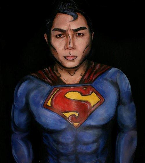 A very tired Superman @paul_donnie on frame! . My first try doing full superhero body painting. So much mistakes but i enjoying it and considering doing another try (and another superhero). . ---------------------------------- . Pertama kali nyobain bikin #bodypainting #superhero #superman. Perkiraan bikin cuma 1-1.5 jam jebul hampir 3 jam 😂 . . . #dccomics #dccinematicuniverse #dcuniverse #dawnofjustice #justiceleague #classicsuperman #ibv #indobeautygram #facepainter #bodypaint #facepainting #facepaintingjakarta #clozetteid #ivg #ivgbeauty #fdbeauty #dupemag #argenapeede #clarkkent #kalel #kryptonite #mykie_ #jordanhanz #jasafacepainting #halloweeniscoming #halloweenideas #halloween2017 #
